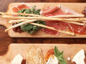 Top 10 Foodie Travel Blogs Revealed!