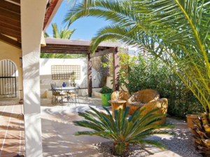 Top 10 questions to ask property owners when booking a holiday villa