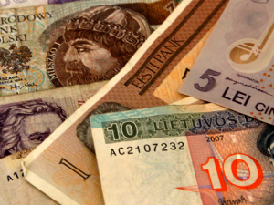 Lose 8% buying currency at the airport